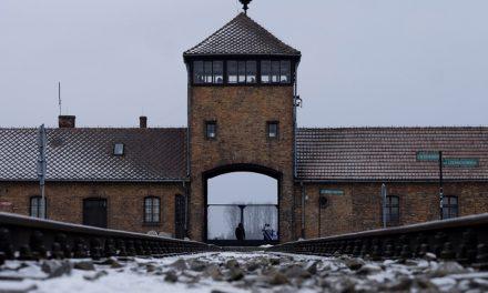 """Spór o słowa: """"Niemieckie obozy"""" i """"niemieckie zbrodnie"""" w niemieckiej i polskiej narracji historycznej"""