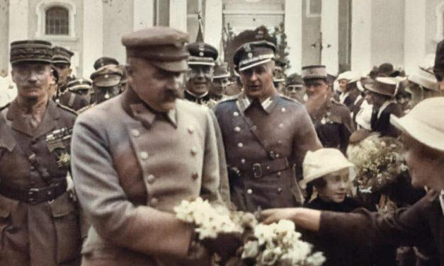 """""""Cała ziemia kresowa wita wodza z uniesieniem i z radością"""". Marszałek Piłsudski w Żytomierzu"""